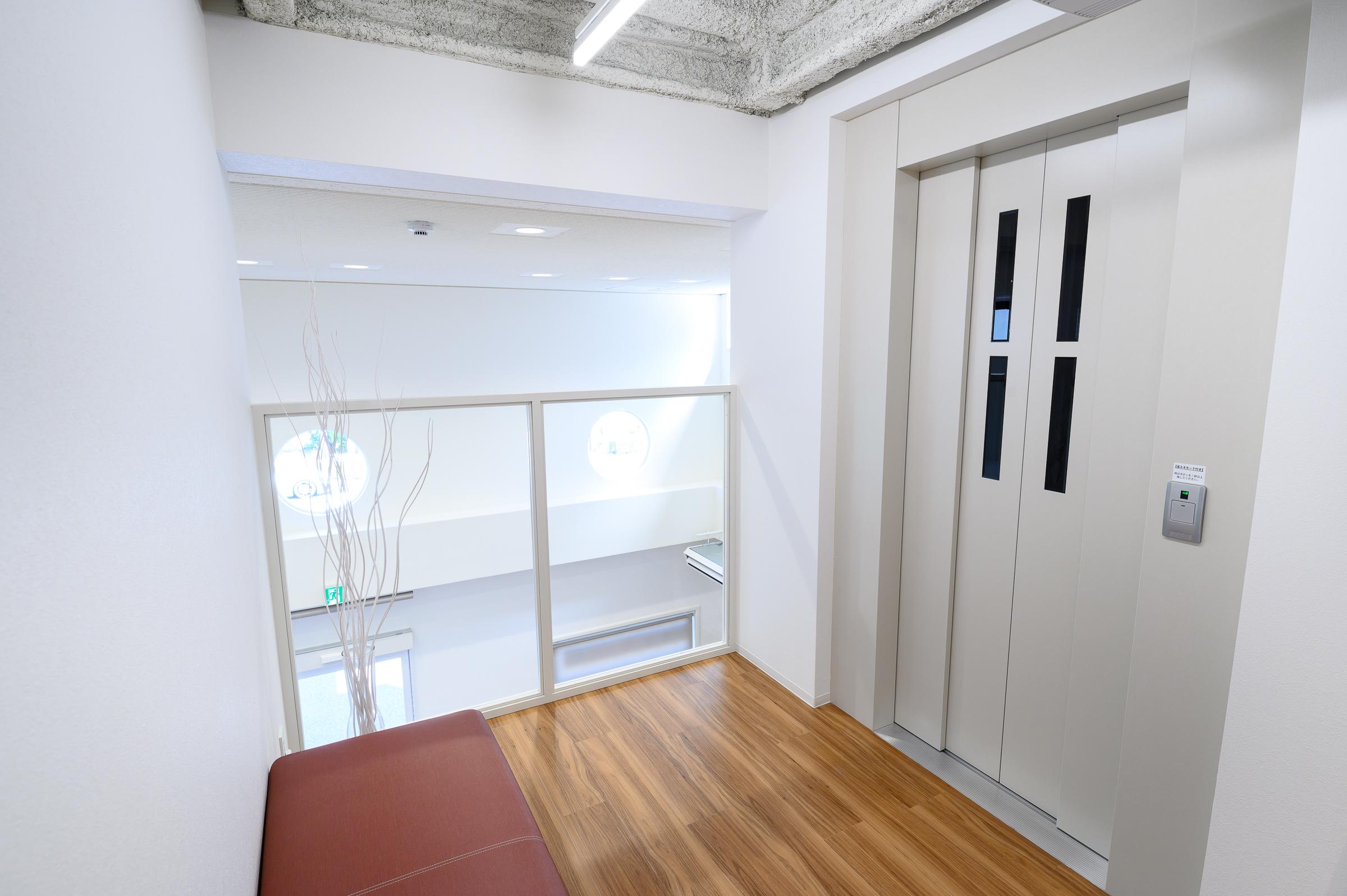エレベータホール(2階)